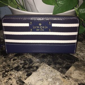 Kate Spade ♠️ New York Wallet. EUC